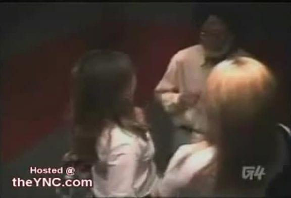 Femmes sexy dans un ascenseur