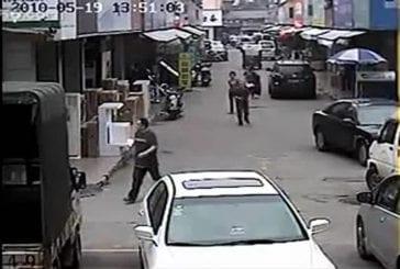Un voleur se fait tabasser par la population