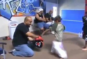 Deux jeunes kickboxers en herbes montrent leurs talents !