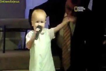 Un petit garçon de 4 ans est le plus jeune prêcheur du monde !