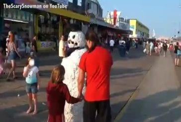 Un papa se promène avec son fils et se fait un belle peur !