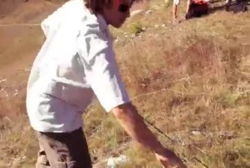 Deux hommes décide de réaliser une table pour manger une raclette dans les airs !