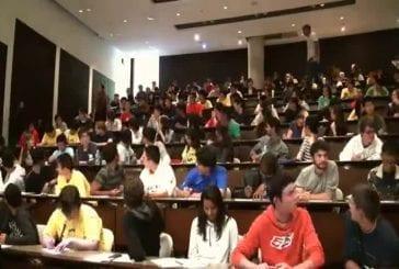 Une classe d'université a décidé de réaliser un flashmob étonnant en plein examen !