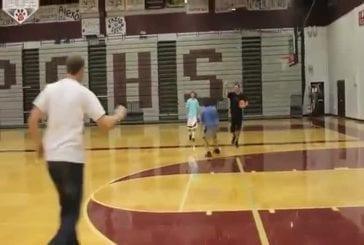 Incroyable ! Un combat entre un basketteur et un joueur de frisbee !