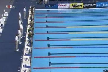 Lors d'une compétition de natation , un participant fait un faux départ assez marrant !