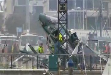 Un hélicopter se crash à Auckland en voulant mettre un sapin de Noel !