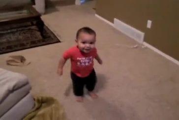 Un bébé danseur de salsa