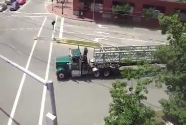 Un convoi exceptionnel en camion