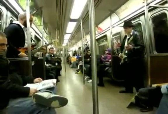 Super Mario dans le métro !