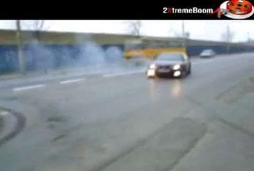 Un débile au volant d'une BMW 325