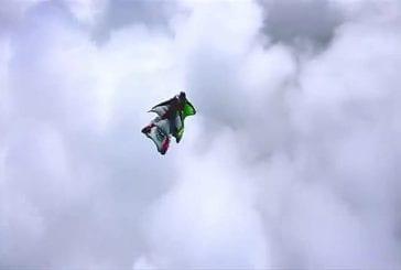 Une course poursuite en Wingsuit