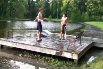 Il tente un saut en vélo dans un lac - FAIL