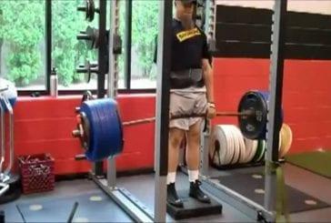 Cet homme soulève 244 kilos