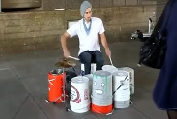 Un incroyable batteur de rue à Londres