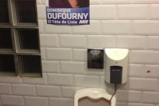 Une affiche dans les toilettes