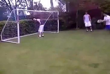Une balle de foot pour 2 FAILS