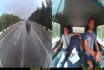 Accident de camion vu de l'intérieur