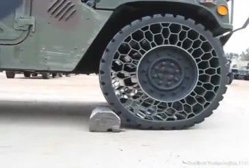 Humvee avec des pneus sans air