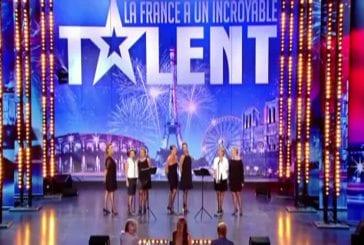 Un groupe de MILF chante une chanson paillarde à la télévision