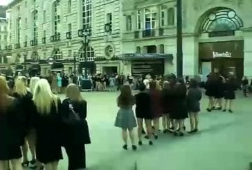 Flash mob 100 girls danse à Piccadilly Circus sur Beyonce