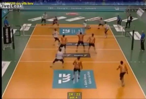 Mens de volley-ball triple headshot