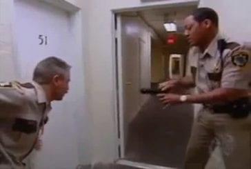 Ouvrez la porte c'est la police
