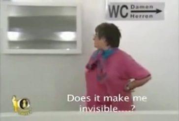 Drôle blague miroir de salle de bains