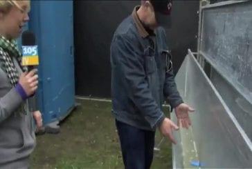 Se laver les mains dans un urinoir FAIL