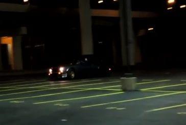 Faire le malin avec sa voiture dans un parking FAIL