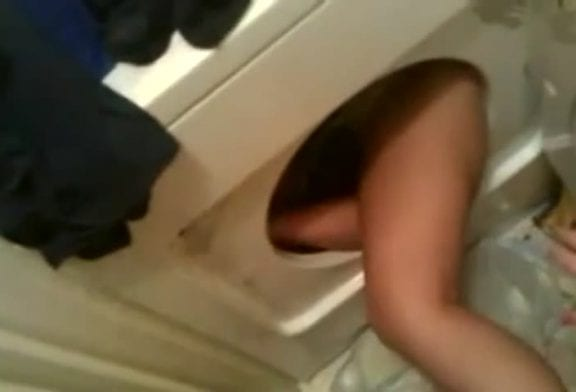 Fille coincée dans un sèche-linge lol