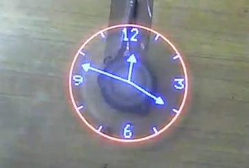 Horloge rotative insolite
