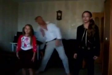 Papa danse comme en discothèque sur du Justin Bieber