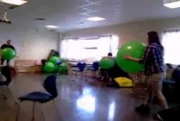 Fille est mise KO par un ballon