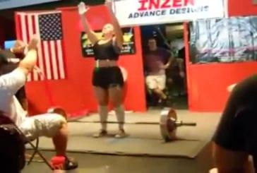 Elle vomit en soulevant une barre de 120 kg