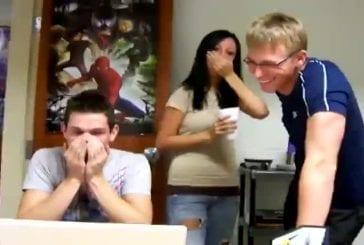 Il se vomit dessus en regardant une vidéo choc