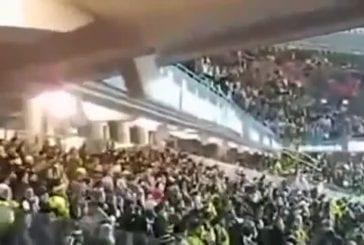 Stade de football qui s'effondre