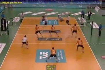 Triple headshot au volleyball