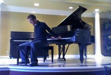 Jouer avec le piano dans son dos