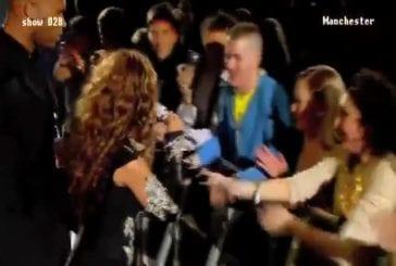 Beyonce fait chanter un fan durant un concert