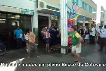 Bagarre hilarante de petits vieux au Brésil