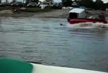 Rentrer son jetski dans sa camionnette FAIL