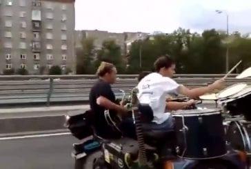 Concert de musique sur une autoroute russe