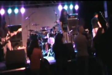 Guitariste quitte le groupe durant un concert