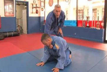Mauvaise démonstration d'arts martiaux