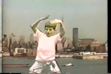 Enfant danse à la façon de Madonna