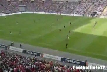 Epique but de football