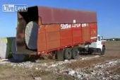 Façon insolite de décharger son camion