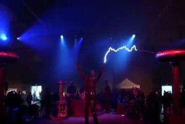 Dr Who joue avec des bobines Tesla