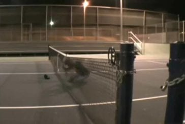 Sauter par-dessus un filet de tennis FAIL