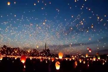 Célébration du solstice d'été avec des lanternes volantes